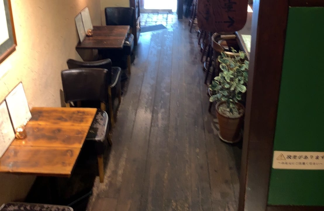 春秋岡本店1階